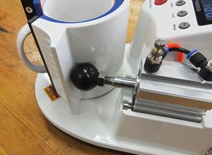 マグカップを置くと自動で圧力がかかり、タイマーがスタートします。